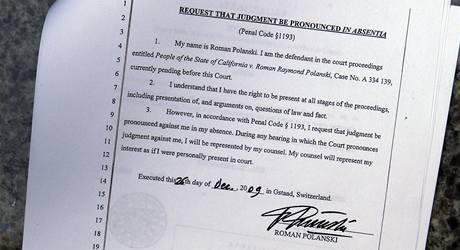 Žádost Polanského o odsouzení v nepřítomnosti