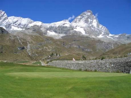 Il Picciolo Golf Club, v pozadí sopka Etna.