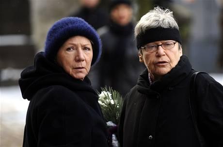 Herečky Dana Syslová (vlevo) a Liliana Malkinová na pohřbu Mileny Dvorské