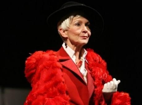 Daniela Kolářová v hlavní roli inscenace Věc Makropulos v Divadle na Vinohradech
