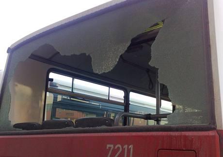 Poničený linkový autobus