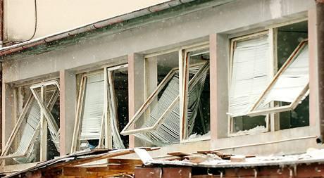 V továrně gumáren Avon Automotive v Rudníku na Trutnovsku 4. ledna ráno vybuchly dvě akumulační nádrže na stlačenou páru. Při neštěstí zemřeli dva lidé.