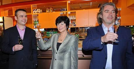 Manažeři TV Barrandov Janis Sidovský, Janka Vozárová a majitel televize Tomáš Chrenek.