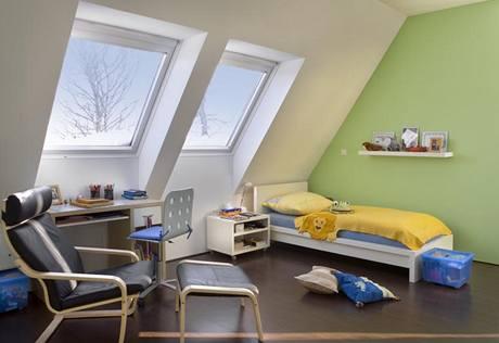 """Dětské pokoje jsou vybaveny nábytkem z IKEA a """"zatepleny"""" pastelovými barvami"""