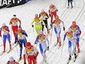Klubko závodnic během Tour de Ski v Oberhofu