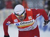 Petter Northug (vpravo) vítězí v závodě Tour de Ski v německém Oberhofu, vlevo od něj druhý Rus Vylegžanin a třetí Fin Heikkinen