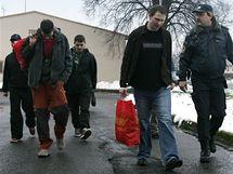 První skupinu vězňů propustili na Nový rok po 8. hodině ve věznici Ostrov. (1.1.2010)