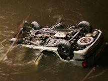 V Březové na Karlovarsku spadlo do řeky Teplé osobní auto. (1.1.2010)