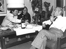 Josef Vydrář se synem Pavlem a vnučkou Radkou na oslavě 70. narozenin v roce 1983