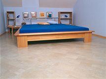 Vzory a barvy korkové podlahy vybírejte tak, aby ladili s nábytkem