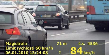 Řidič malého peugeotu se na padesátce hnal rychlostí 84 km/h.