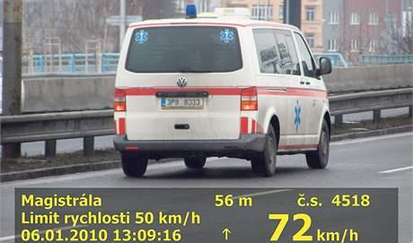 Vůz záchranné služby jel bez zapnutých výstražných světel a o 22 kilometrů v hodině rychleji.