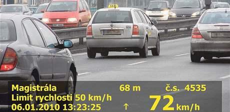 Automobil taxislužby jel na padesátce o 22 kilometrů rychleji.