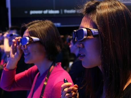 CES 2010 - aktivní 3D brýle Panasonic se skly s tekutými krystaly