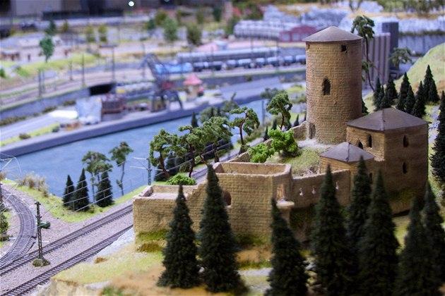 Ústecký kraj v podob� modelové �eleznice v pra�ském Království �eleznic - hrad St�ekov.