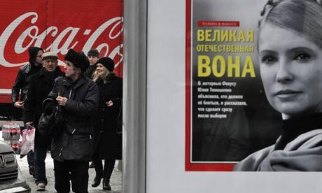 Plakát s Julijí Tymošenkovou na kyjevské ulici