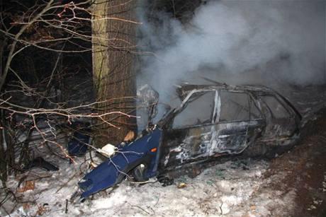 Felicie po nárazu do stromu a následném požáru v Rackové na Zlínsku.