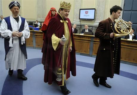 Tři králové - Kašpar, Melichar a Baltazar - dorazili 11. ledna do pražského sídla vlády před schůzí kabinetu.