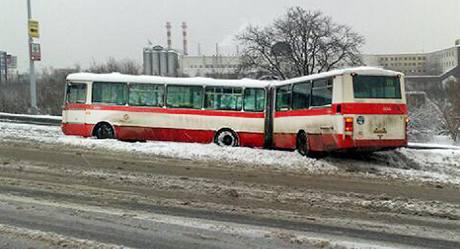 Nehoda autobusu v Bucharově ulici v Praze. (11. ledna 2010)