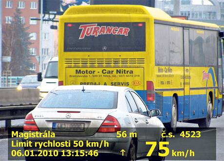 Slovenský autobus překročil rychlost o 25 kilometrů.