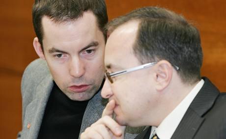Dělnickou stranu opět hájí šéf Tomáš Vandas a doprovází ho šéf Dělnické mládeže Martin Zbela. (13. ledna 2010)