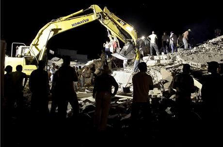 V hlavním městě Haiti Port-au-Prince pokračují záchranné práce. (14. ledna 2010)