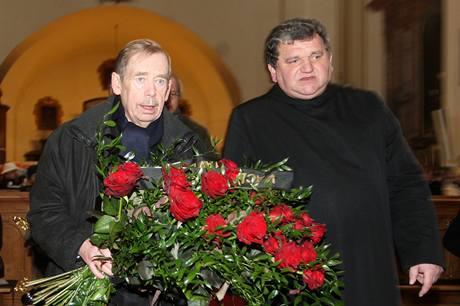 Václav Havel při poslední rozloučení s Ivanem Medkem, které proběhlo v bazilice svaté Markéty na pražském Břevnově. (14. ledna 2010)