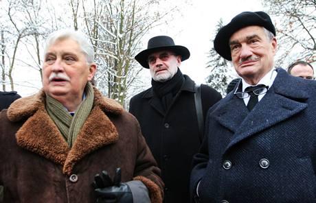 Jiří Dienstbier, Jan Ruml a Karel Schwarzenberg při poslední rozloučení s Ivanem Medkem, které proběhlo v bazilice svaté Markéty na pražském Břevnově. (14. ledna 2010)