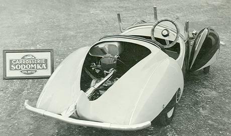 Unikátní hračku - motorové autíčko získalo do své sbírky Regionální muzeum Vysoké Mýto.