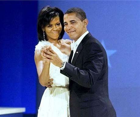 Barack Obama tančí s manželkou Michelle na inauguračním plesu ve Washingtonu. (21. ledna 2009)