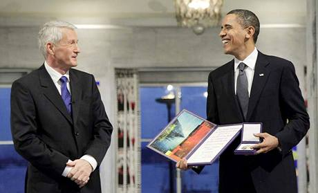 Barack Obama v norském Oslu převzal Nobelovu cenu za mír. (10. prosince 2009)
