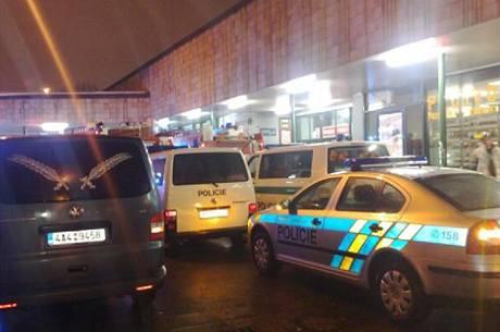 Metro C na jihu Prahy hodinu stálo, do kolejiště skočil mladý muž