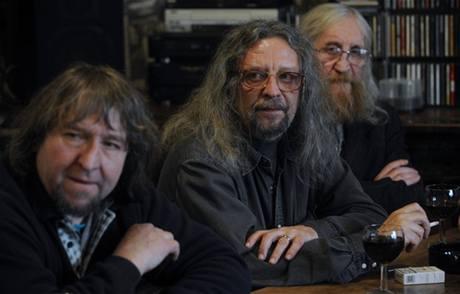 Členové The Plastic People Of The Universe (zleva Josef Janíček, Jiří Kabeš a Vratislav Brabenec)