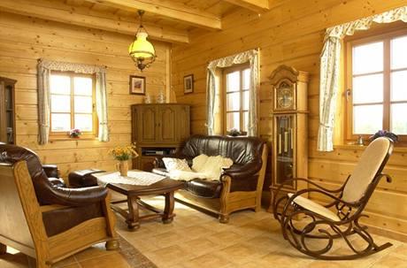 Vmístnosti je podlahové vytápění, proto majitelé zvolili na podlahu stylovou keramickou dlažbu ruční výroby