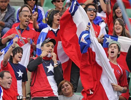 Chilští fanoušci podporují Fernanda Gonzaleze