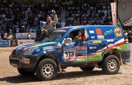 Češi v cíli slavné rallye Dakar, ve voze Jiří Janeček a Viktor Chytka