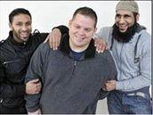 Setkání vězňů a věznitele z Guantánama na stránkách BBC