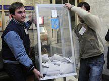 Sčítání hlasů v ukrajinských volbách. (17. ledna 2010)