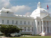 Prezidentský palác na ostrově Haiti před zemětřesením.