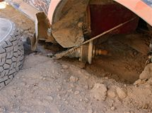 Dakar 2010; uražené přední kolo Zapletalova Mitsubishi