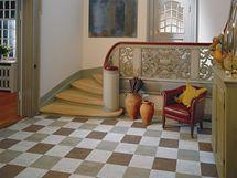 Variace barevných dlaždic korkové podlahy