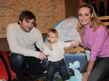 Playmate Lucie Kachtíková s dcerou a partnerem