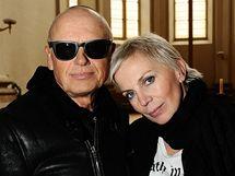 Kateřina Kornová s exmanželem Jiřím Kornem - fotografování pro kalendář projektu Art for Life, kostel sv. Salvatora