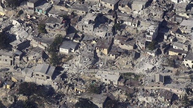 Letecký snímek zkázy v Port-au-Prince