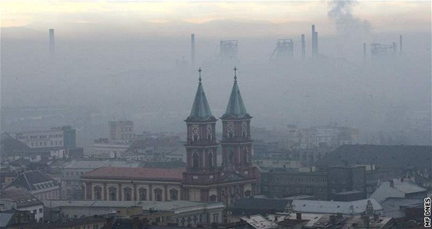 Smog v Ostrav�. Ilustra�ní foto