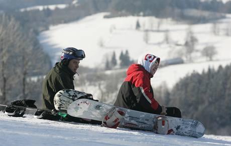 Snowboardisté v Deštné v Orlických horách. (24. ledna 2010)