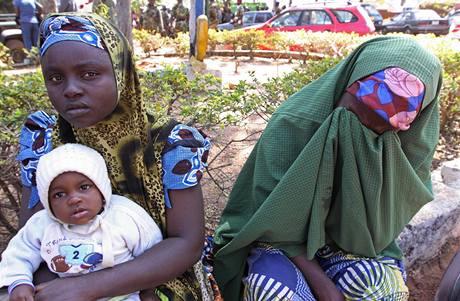 Ženy, které uprchly před násilnostmi v nigerijském městě Jos