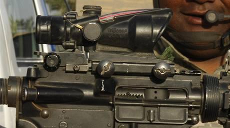 Detail hledí na americké útočné pušce M-4