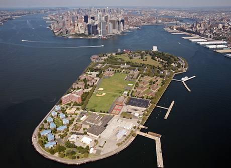 Ostrov guvernérů jen kousek od Manhattanu - jedna z nových možností, kde by se mohl proces s aktéry 11. září konat