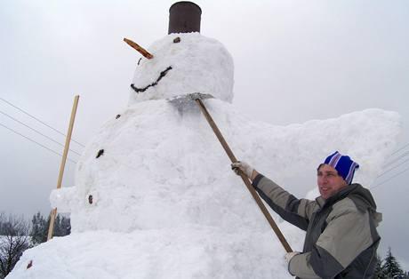 Obří sněhulák ze Šindelové